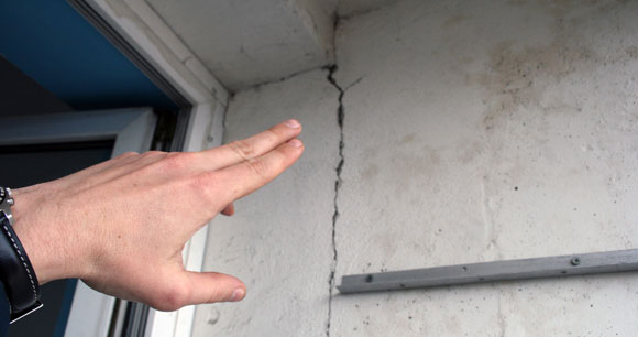 Деформация стены здания при некачественном фундаменте