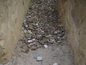 Выполнить песчано-гравийную подушку