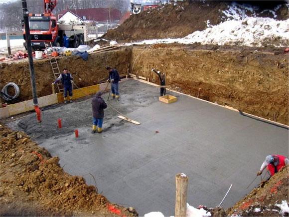 заливка бетона в котлован плавающего фундамента