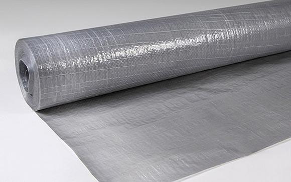 Простая рулонная полиэтиленовая пленка для гидроизоляции фундамента