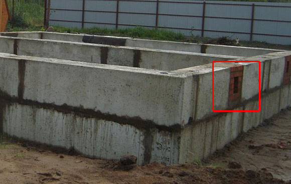 продухи в бетонном фундаменте