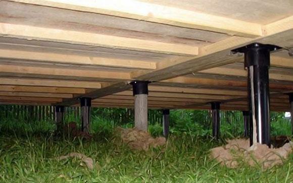 Фундамент на стальных сваях с деревянным ростверком