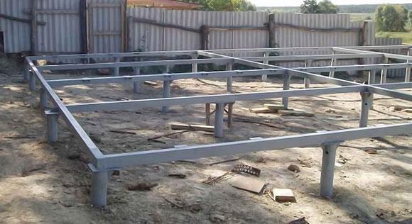 Фундамент на стальных сваях с ростверком из металлопрофиля