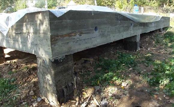 Фундамент из железобетонных забивных свай. Ростверк - железобетонный