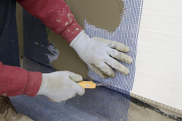 рекомендуется использовать армирующую сетку из стекловолокна
