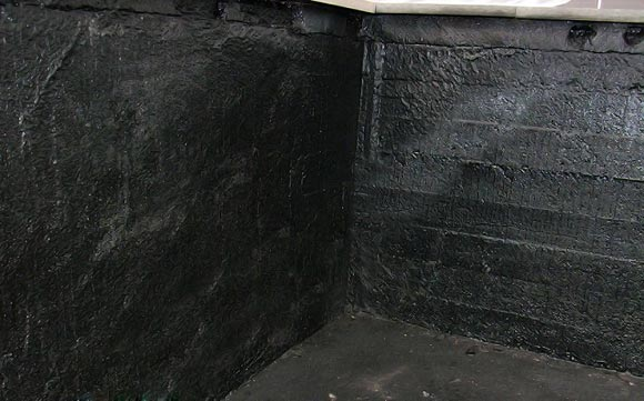 Обработать стены гидроизолирующим материалом