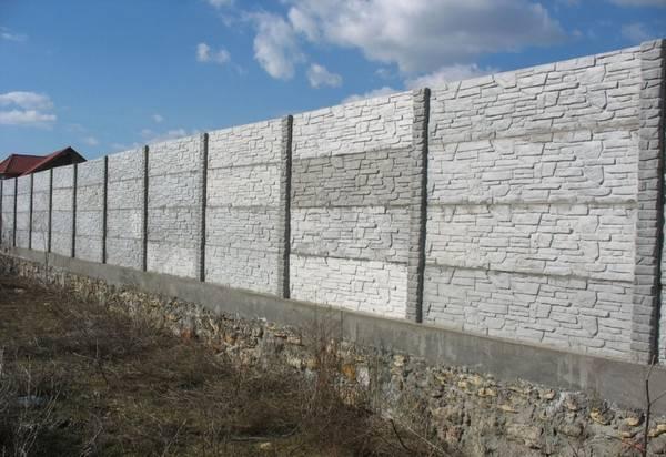 бетонный забор на ленточном фундаменте
